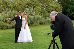wedding-photographers-taking-pictures-c3jhti